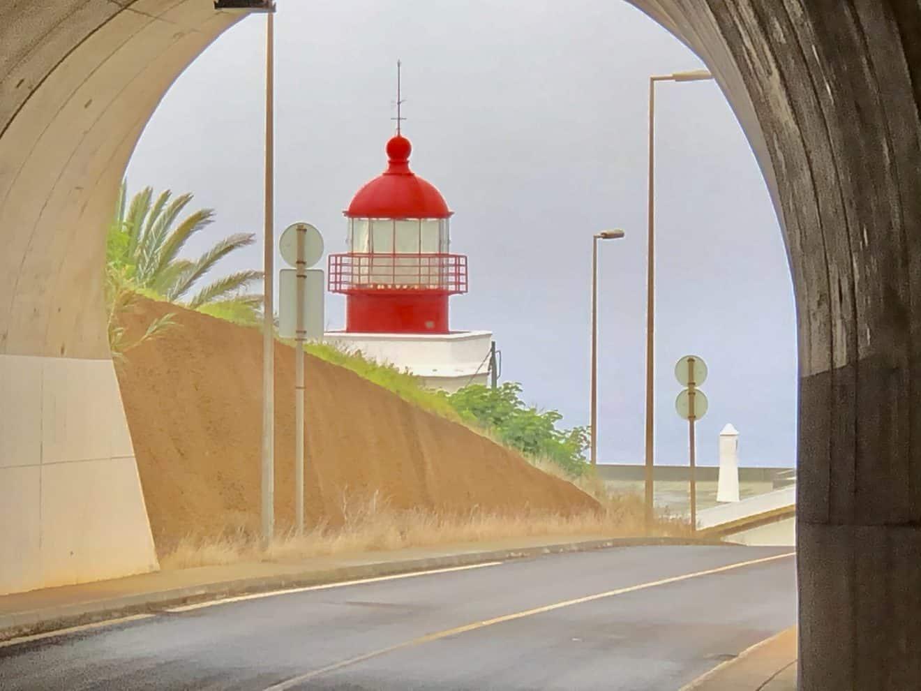 Wüste bestehen und Licht am Ende des Tunnels
